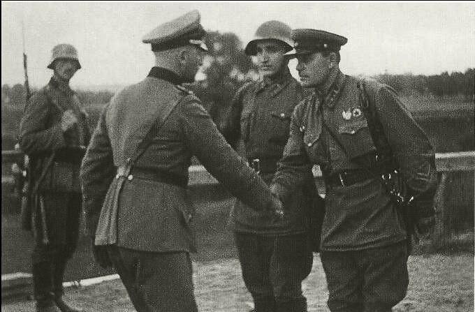 Кремль утратил символическое право быть преемником победителей нацизма, - Deutsche Welle - Цензор.НЕТ 2989